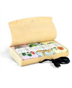 Set 3 jabones sólidos en cada de madera (rostro y cuerpo) 310g Savon Stories